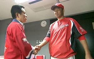 15RCC黒田と握手